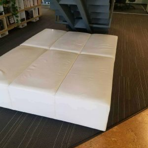 Pre-Owned White Leather Ottoman